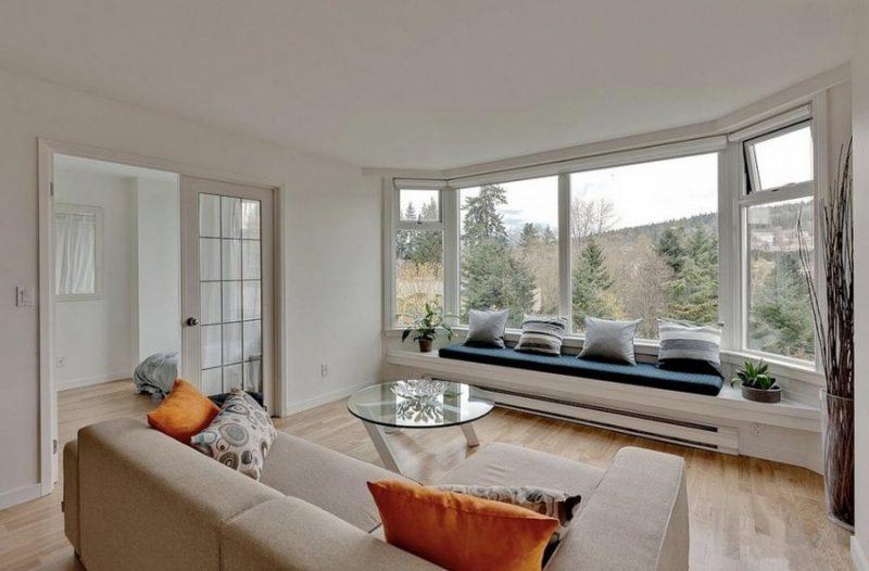 janela de Madeira Bay Window cria uma projeção para fora do ambiente, criando a sensação que este é maior.