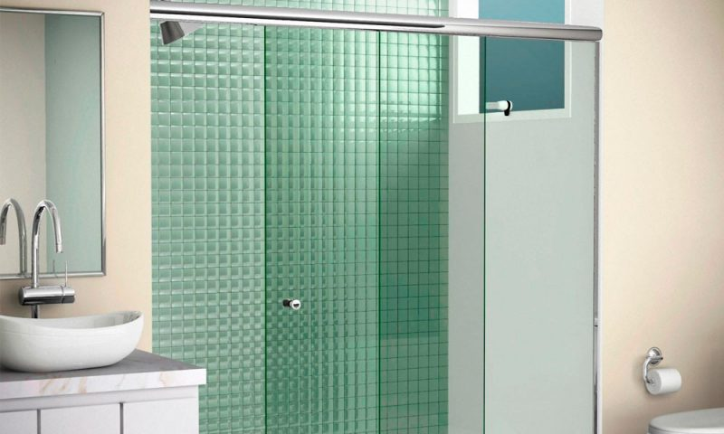 Box para banheiro são os equipamentos que evitam que os respingos do banho molhem o banheiro inteiro. podem ser instalados em áreas de chuveiros e, menos usualmente, banheiras.