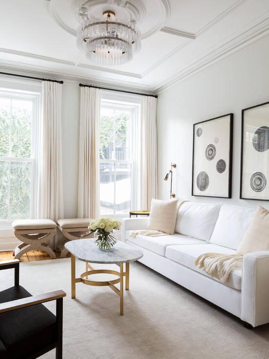 Sala de estar clean, integrada ao forro de gesso