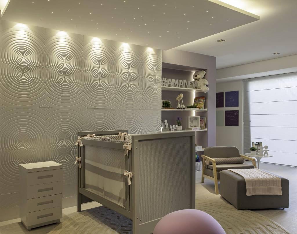 Sanca com spots de iluminação em quarto infantil
