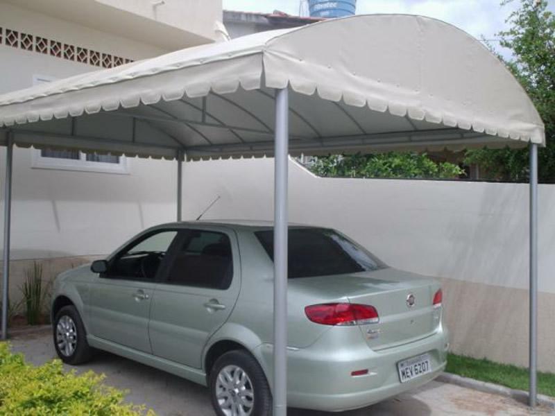 Toldos podem ser usados também em entradas e em coberturas de garagens