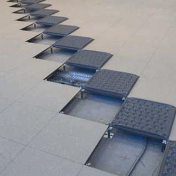 Piso elevado de concreto celular, com base de aço e elemento de concreto leve