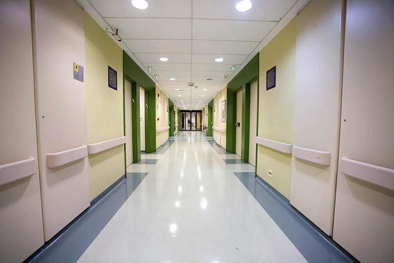 Piso vinilico instalado em corredor, ambiente com considerável tráfego de pessoas.