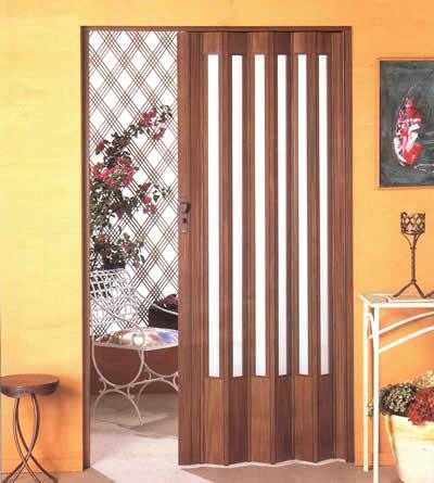 Porta sanfonada de madeira