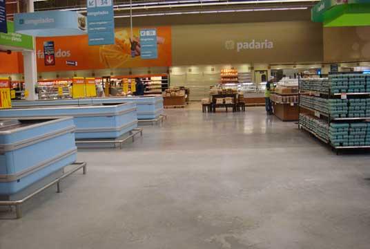cimento queimado em galeria de supermercado