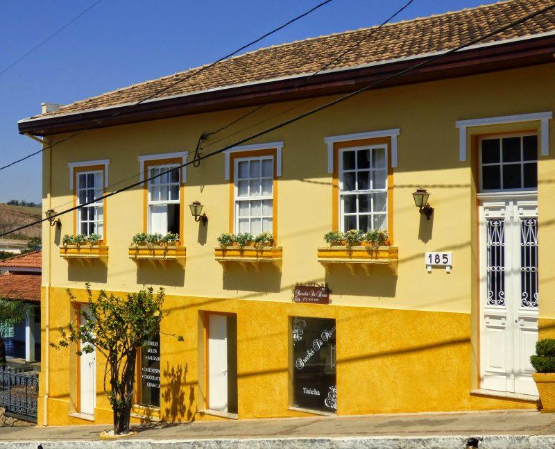 Cores de tintas dicas para colorir seu ambiente - Fachadas de casas pintadas ...