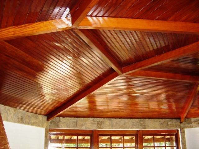 Forro de madeira impermeabilizado
