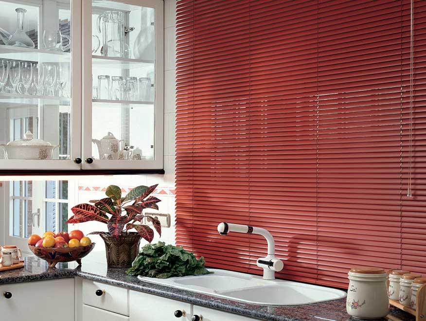 persiana para barrar a insolação de um balcão de cozinha.