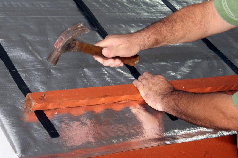 manta de isolante térmico no telhado