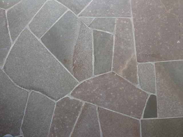 calçada de basalto