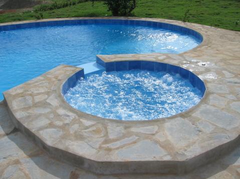 Jacuzzi na piscina