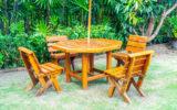 Mesa de madeira ao ar livre