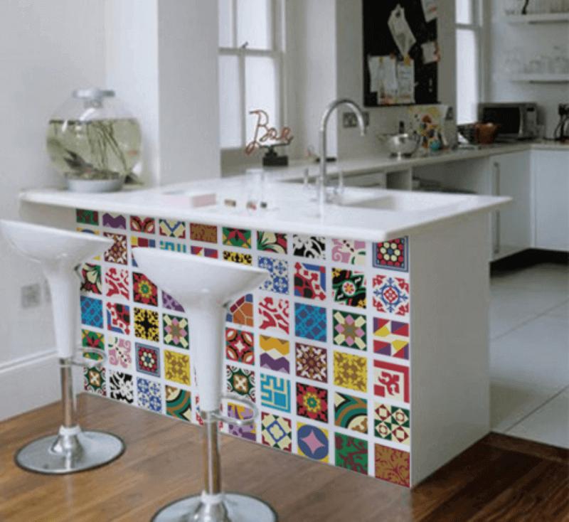 azulejos coloridos decorando bancada