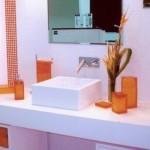 banheiro decorado laranja