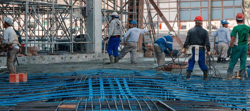 cabos de protensão na laje de concreto