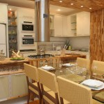 Cozinhas planejadas com mesa de jantar