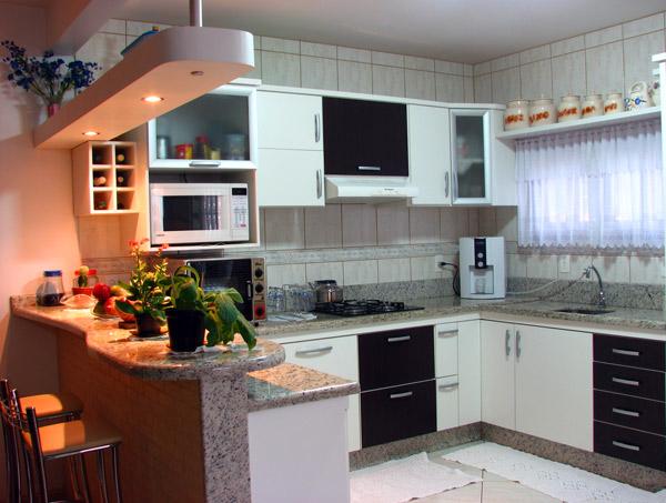 Cozinhas planejadas com balcão americano