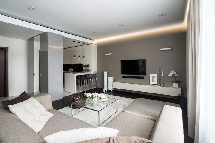 Decoração de apartamento com mesa de centro de vidro
