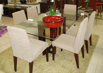 mesa de vidro na sala