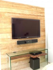 painel de madeira de demolição para televisão