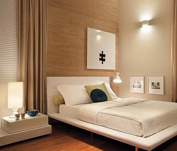 quarto com painel de madeira
