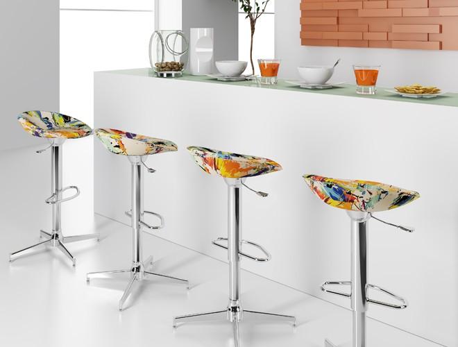 Banquetas coloridas para cozinha