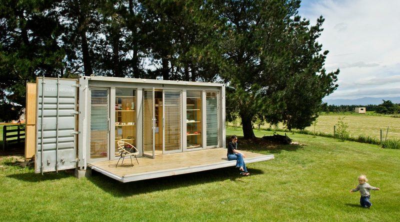 Pequena casa feita de container reaproveitado