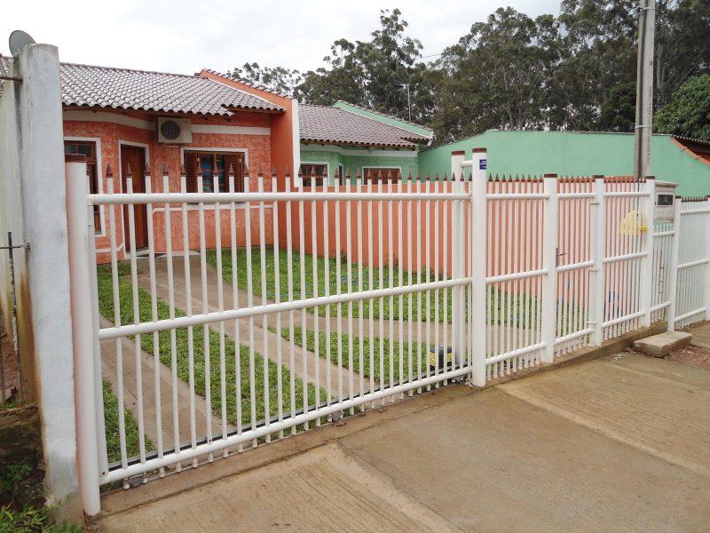 Grades de PVC na proteção de residência.