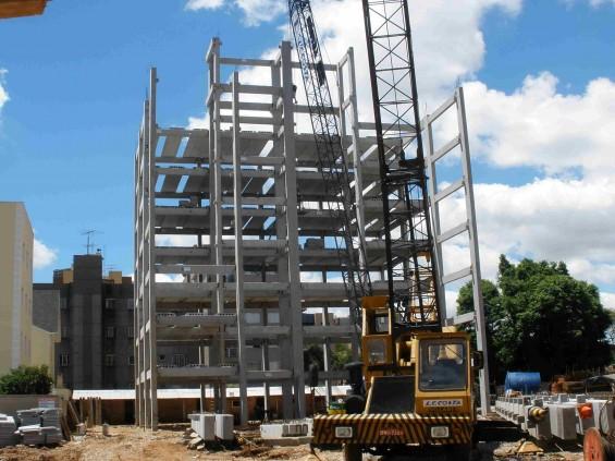 montagem de prédio pré-moldados