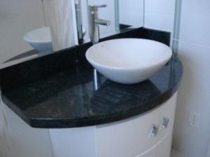 Pia de banheiro em granito