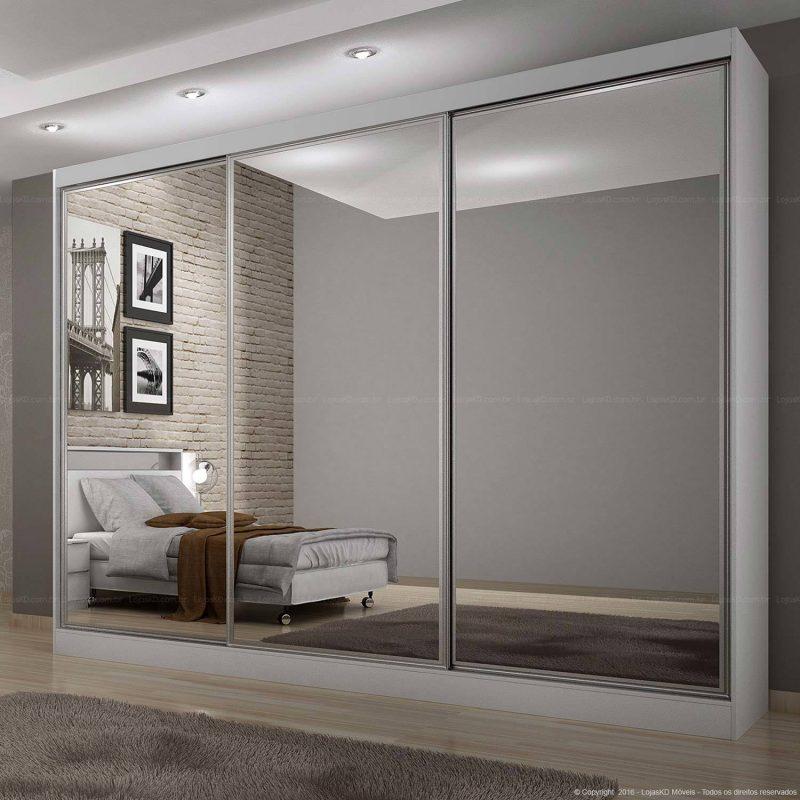 Portas em espelho do guarda roupas casal deixam o ambiente muito mais amplo, ideal para apartamentos e grandes espaços