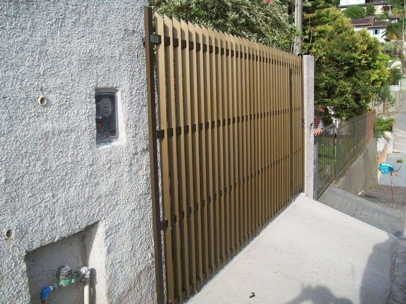 Grades de alumínio em proteção de residência