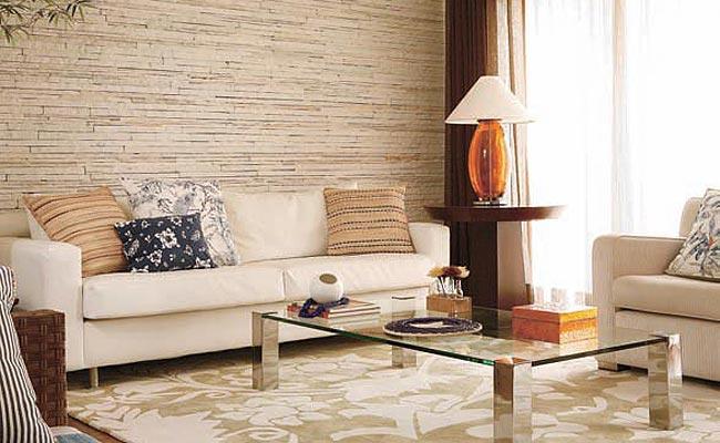 sala parede de pedra decorada