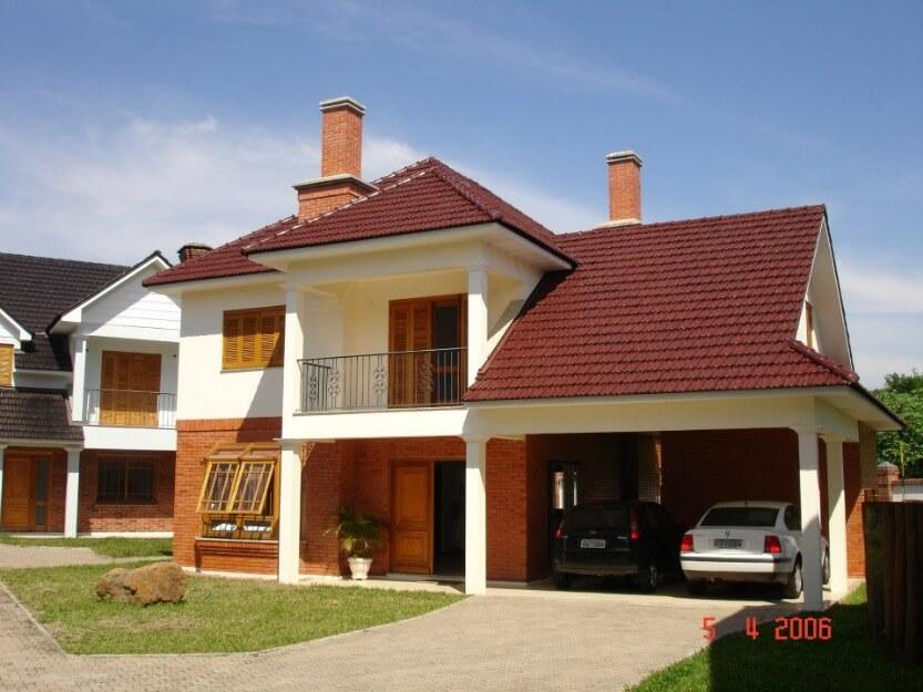 casa com telhado de telha francesa