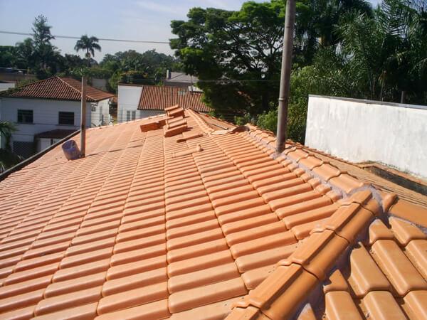 Telhado de telhas romanas