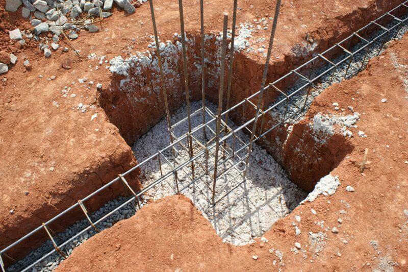 Baldrame moldado sobre blocos de fundação superficiais, as chamadas sapatas.