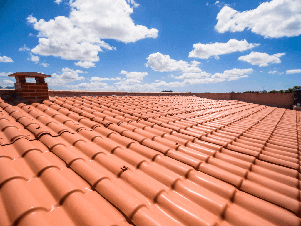Telhas de PVC que simula o formato de um telhado com telha colonial