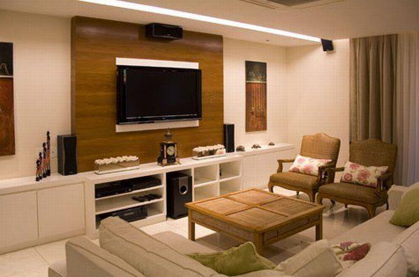 painel de madeira para TV na sala