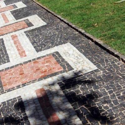 mosaico mesclado de pedra portuguesa em 3 cores