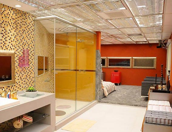 banheiros com pastilhas laranja
