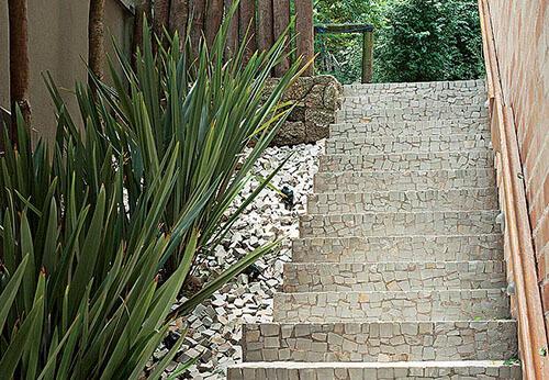 escadas em pedra portuguesa