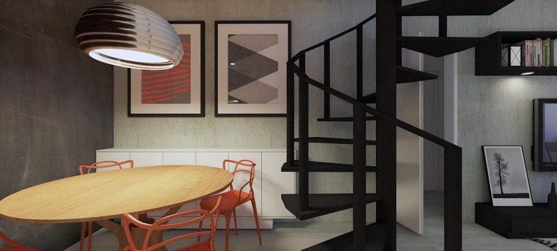 Escada preta, separando a sala de janta da sala de estar