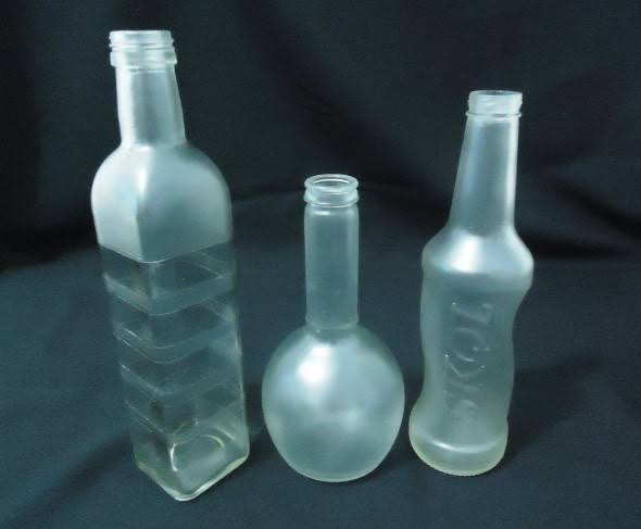 Garrafas de vidro jatedo