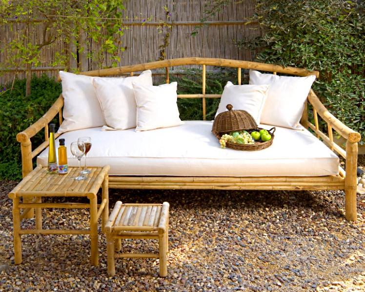 3- Móveis de Bambu: Jogo de área sofisticado para ambiente externo feito com bambu