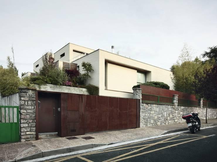 Muro de pedra em casa moderna