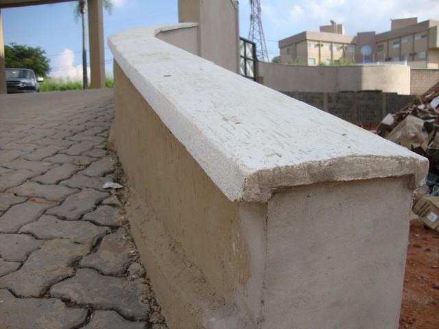 Pingadeira de muro moldada in loco