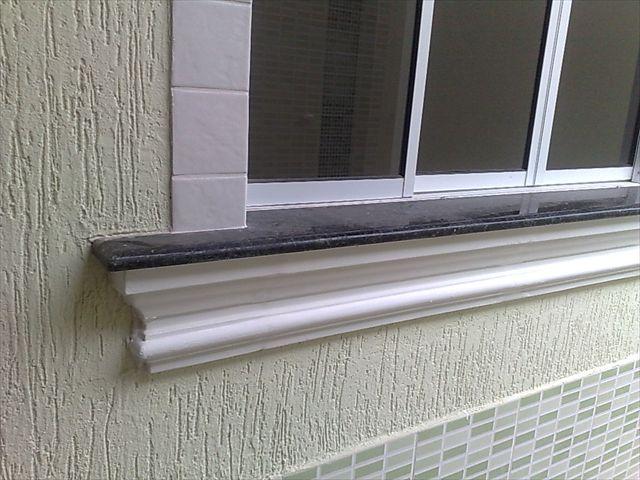 Pingadeira fazendo a proteção do peitoril de janela
