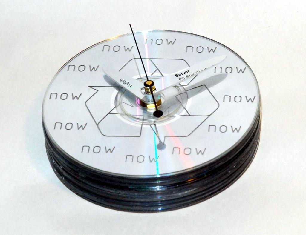 Relógio reciclado com cds antigos