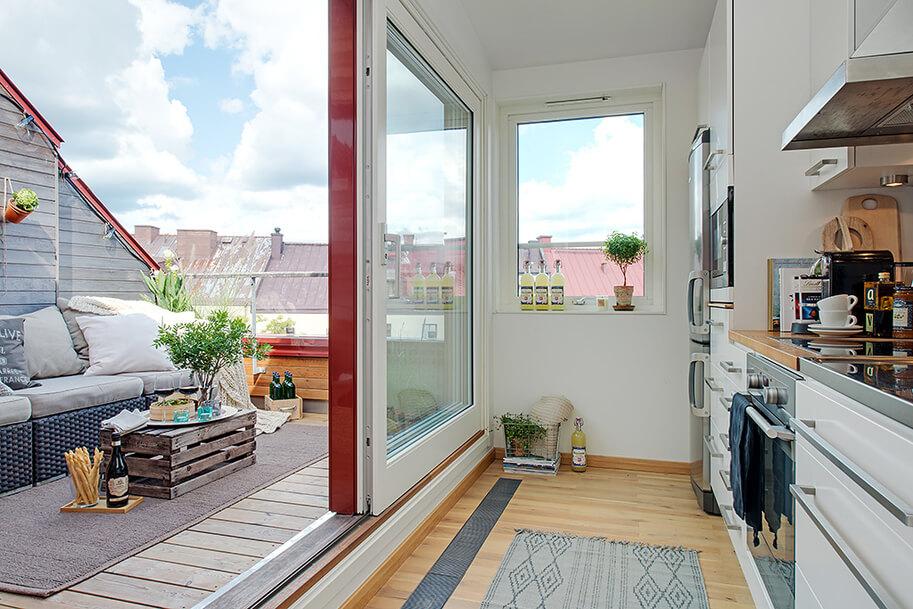 Sótão em residência com abertura direto para uma varanda