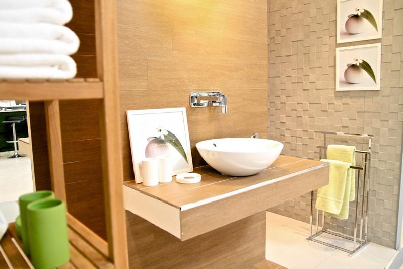 banheiro decorado com materiais renováveis